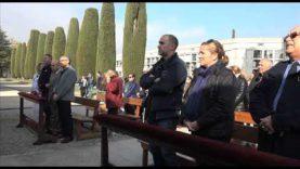 El bon temps i la tradició de visitar els difunts van fer que el Cementiri de Manresa s'omplís