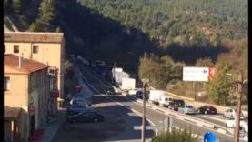Llargues cues a la C 55 Castellgalí per un accident