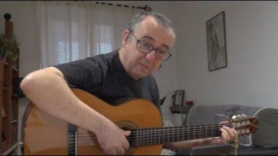 DE CASA EN CASA – El músic Pep Torras felicita la gent gran de Manresa amb una cançó